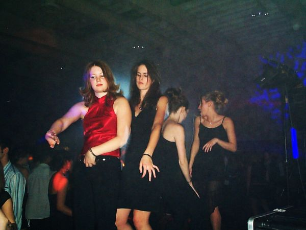 Calgary DJ Service - girls_on_bass